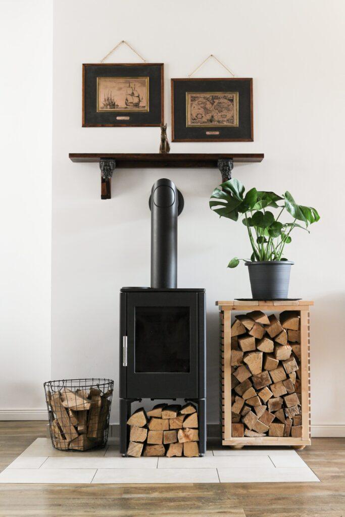 Malá kamna na dřevo krbová kamna oživí každý interiér